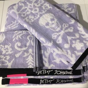 Betsey Johnson Gothic Skulls Towel Set